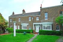 5 bed Maisonette in Macartney House...