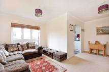 2 bedroom Flat in Farrow Lane, New Cross...
