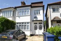 Ground Flat in Sydney Grove, Hendon,