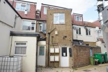 2 bed Flat in Eastern Avenue, Ilford...