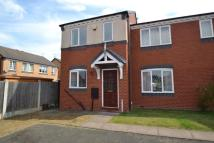 2 bedroom house in The Square, Tipton...