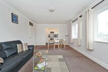Fuller Close Flat to rent
