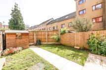 Apartment to rent in Rendlesham Road, Clapton...