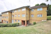 2 bedroom Flat in Queensmere Road...