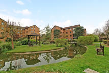 3 bedroom Apartment in Campion Close, Croydon...