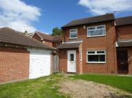 3 bed property in Brandon Way, Kingswood...
