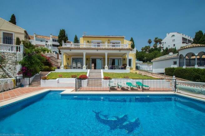 Villa & pool-2