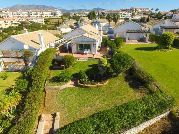 Villa & garden1
