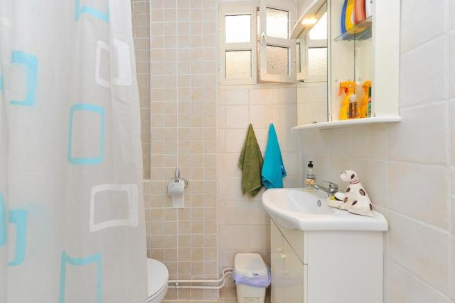 Bathroom n1
