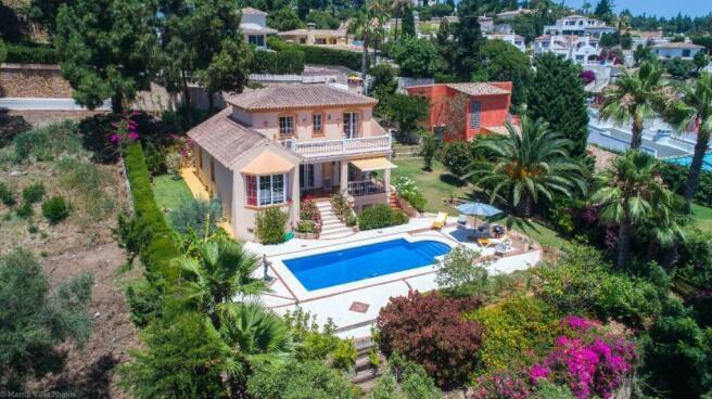 Villa & pool