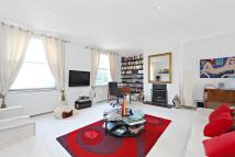 Maisonette in Askew Road, London, W12