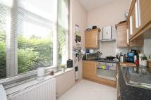 Flat to rent in Boscombe Road, London...