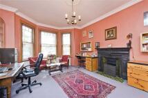 6 bedroom house in Stamford Brook Road...