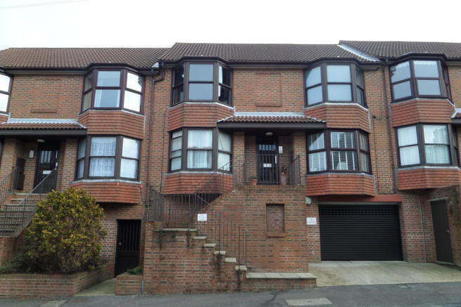 1 bedroom apartment to rent in bonchurch road brighton bn2 for Room to rent brighton