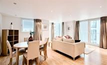 Flat to rent in Albert Embankment...