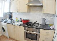 Flat in Kenworthy Road, London...