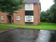 Flat to rent in Ragees Road...