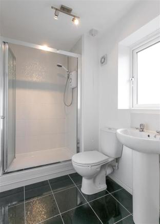 En-Suite Shower (Bed