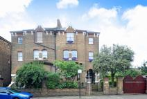 Flat for sale in Lordship Park...