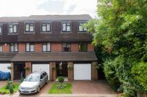 4 bedroom house in Harrow Fields Gardens...