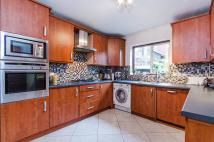 2 bed Flat in Mount Park Road...