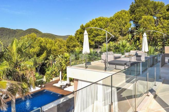 20 bedroom house for sale in Luxury mansion with breathtaking ...