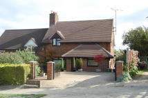 3 bed semi detached house in Hill Way, Old Amersham...