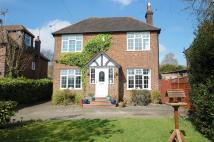 3 bedroom Detached home in Chequers Hill, Amersham...