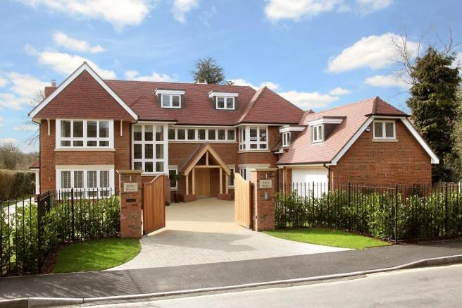 6 bedroom detached house for sale in gregories road beaconsfield hp9 hp9