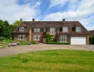5 bedroom Detached home in Doggetts Wood Lane...