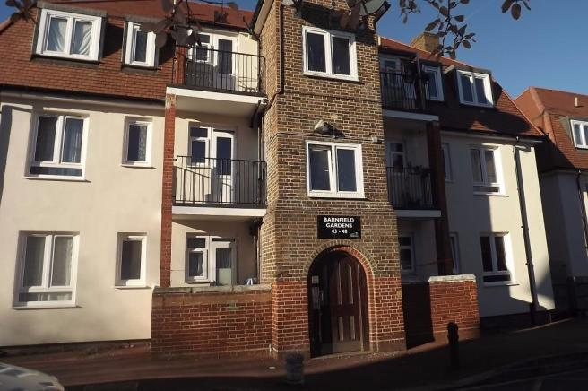 3 Bedroom Flat To Rent In Barnfield Gardens Plumstead