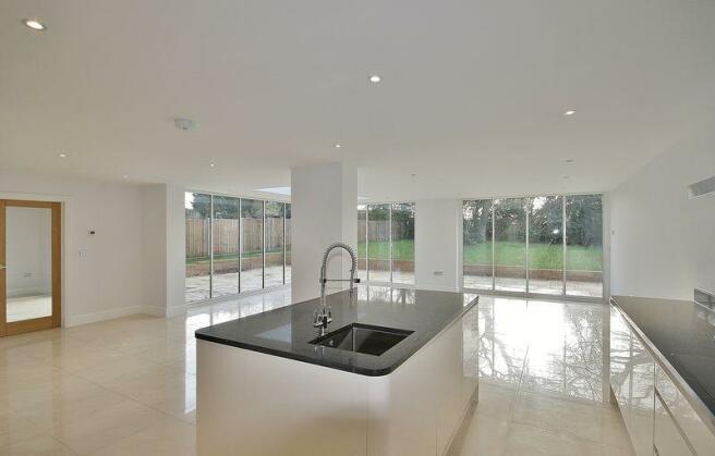 Kitchen Area &...