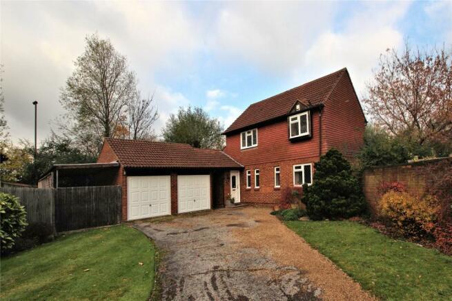 3 Bedroom Detached House For Sale In Woking Surrey Gu21 Gu21