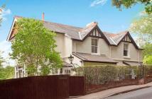 4 bedroom Detached property in Peppard Common