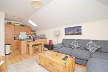2 bedroom Flat in Green Court, New Lane