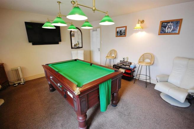 LOUNGE/GAMES ROOM: