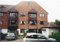 2 bed Flat in Chestnut Walk...