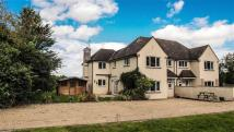 4 bed semi detached house in Wilstead Hill, Haynes