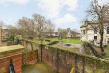 Apartment in Mulberry Court, Shadwell...