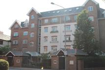 Flat to rent in Osiers Court...
