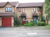 1 bedroom Terraced property in Aspen Close, Bicester...