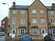 4 bed Town House to rent in Mallards Way, Bicester...