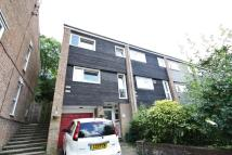 Town House to rent in Forestdale, Croydon