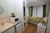 Studio apartment to rent in Orchard Drive, Uxbridge...