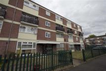 3 bedroom Flat in Addison Way, Hayes...