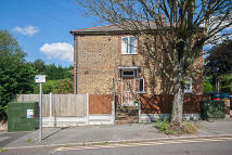 Maisonette to rent in Kings Road, Brentwood...