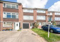 4 bed Town House in Mayfield Gardens...