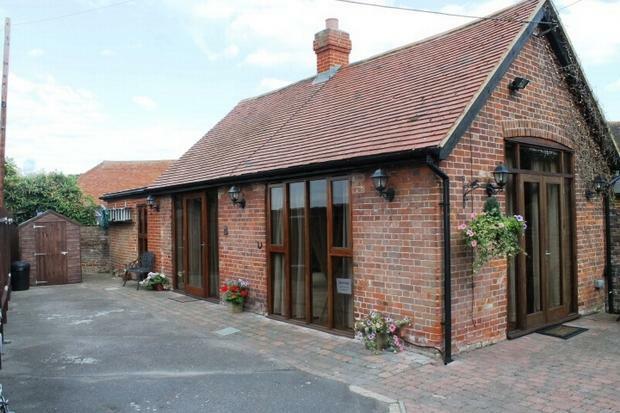 2 Bedroom Barn Conversion For Sale In Thong Lane Shorne