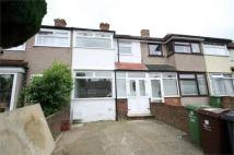 Oval Road North Terraced property to rent