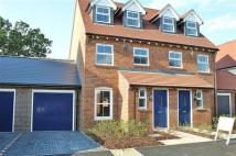 3 bedroom semi detached property in Chilworth Way,...